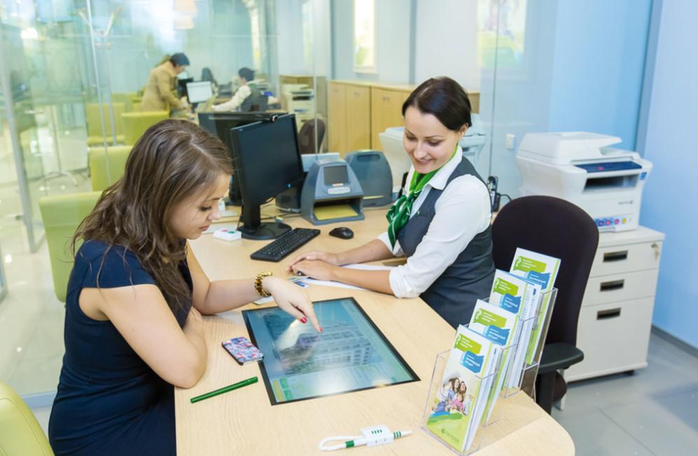 С согласия клиента банк может отправить документы на регистрацию в Росреестр в электронном виде. В этом случае получить выписку из ЕГРН и договор купли-продажи можно через интернет.