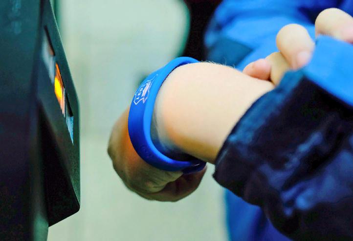Вместо пластиковой карточки может быть использован браслет, наделенный теми же функциями, но более удобный в применении